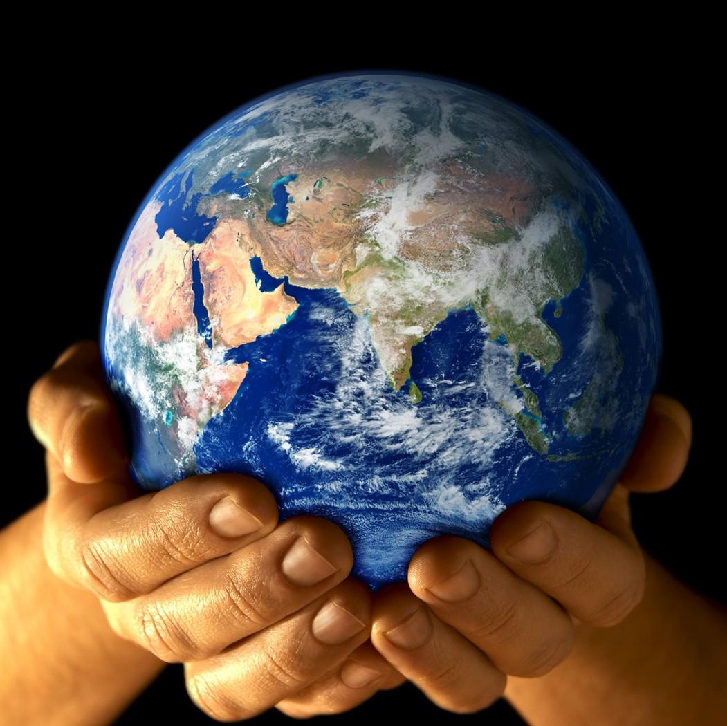 Terre dans les mains