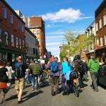 Marche dans les rues de Québec.