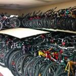 Des vélos entreposés qui attendent le printemps ...