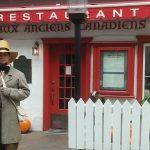 """Thoreau devant le restaurant """"Aux anciens canadiens"""""""